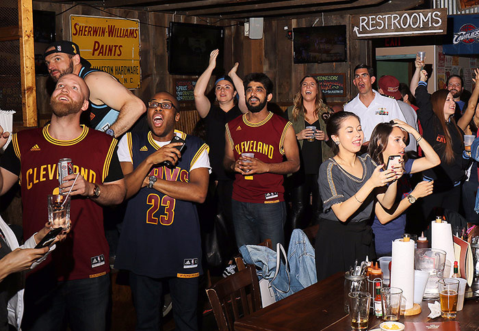 Cavs bar in NYC, fans celebrate